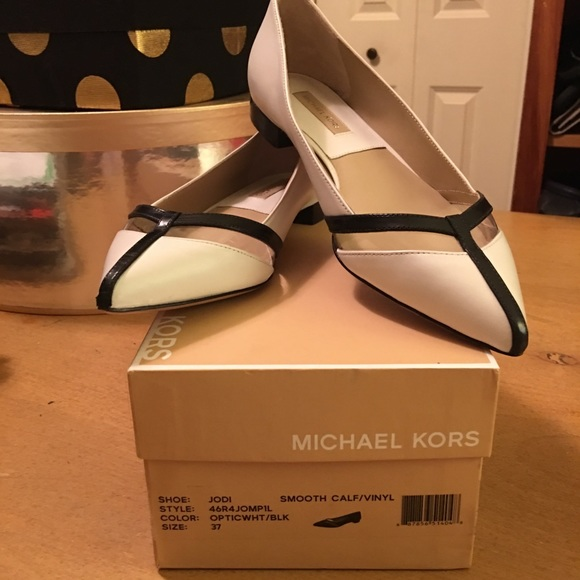 b616f41e3fc8 Michael Kors Jodi White Black Flat Shoes 37 7 New